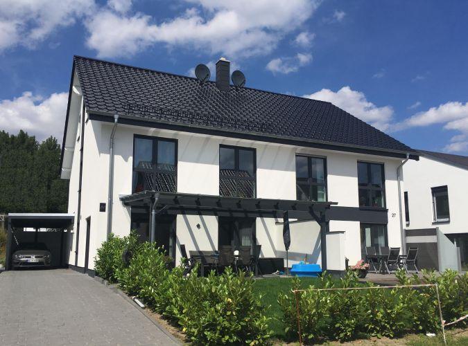 Helles Doppelhaus